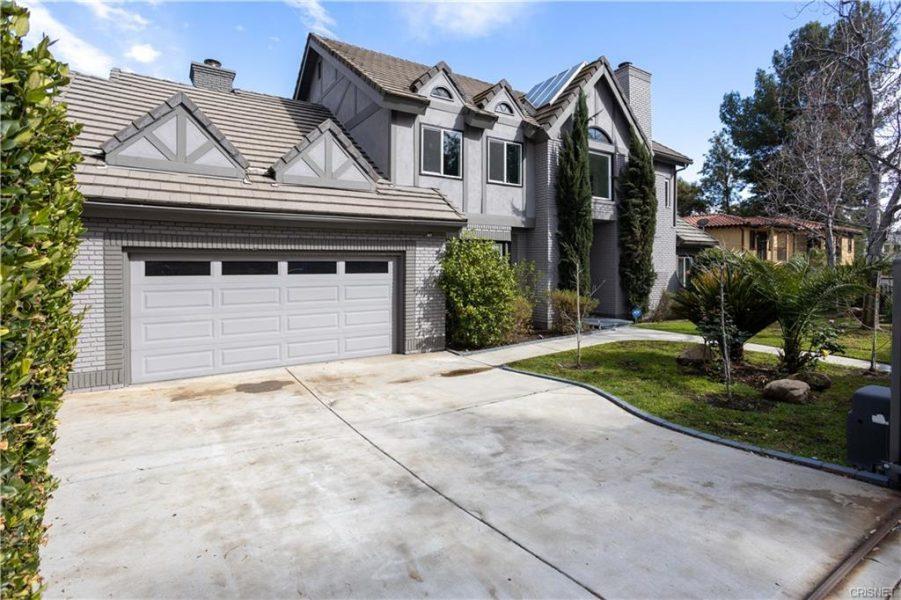 5460 Louise Ave. Encino, CA 91316